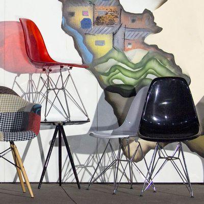 Cadeira Eames Eiffel Preta com Pés Cromados