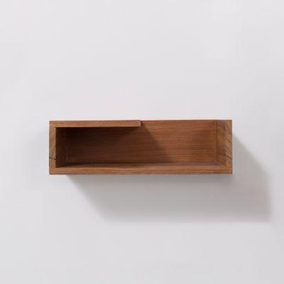 mesa-de-cabeceira-recortes-cinco-faces-na-parede