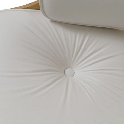 poltrona-charles-eames-couro-natural-branca-detalhe-assento