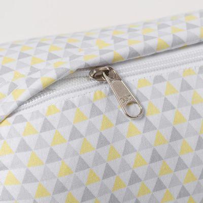 kit-de-rolo-pequeno-para-berco-triangulos-coloridos-2-pecas-tres