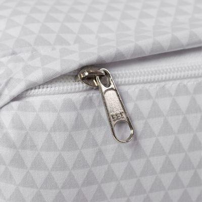 kit-de-rolo-pequeno-para-mini-cama-triangulos-cinza-2-pecas-tres