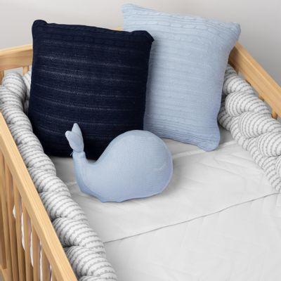almofada-decorativa-de-baleia-em-tricot-azul