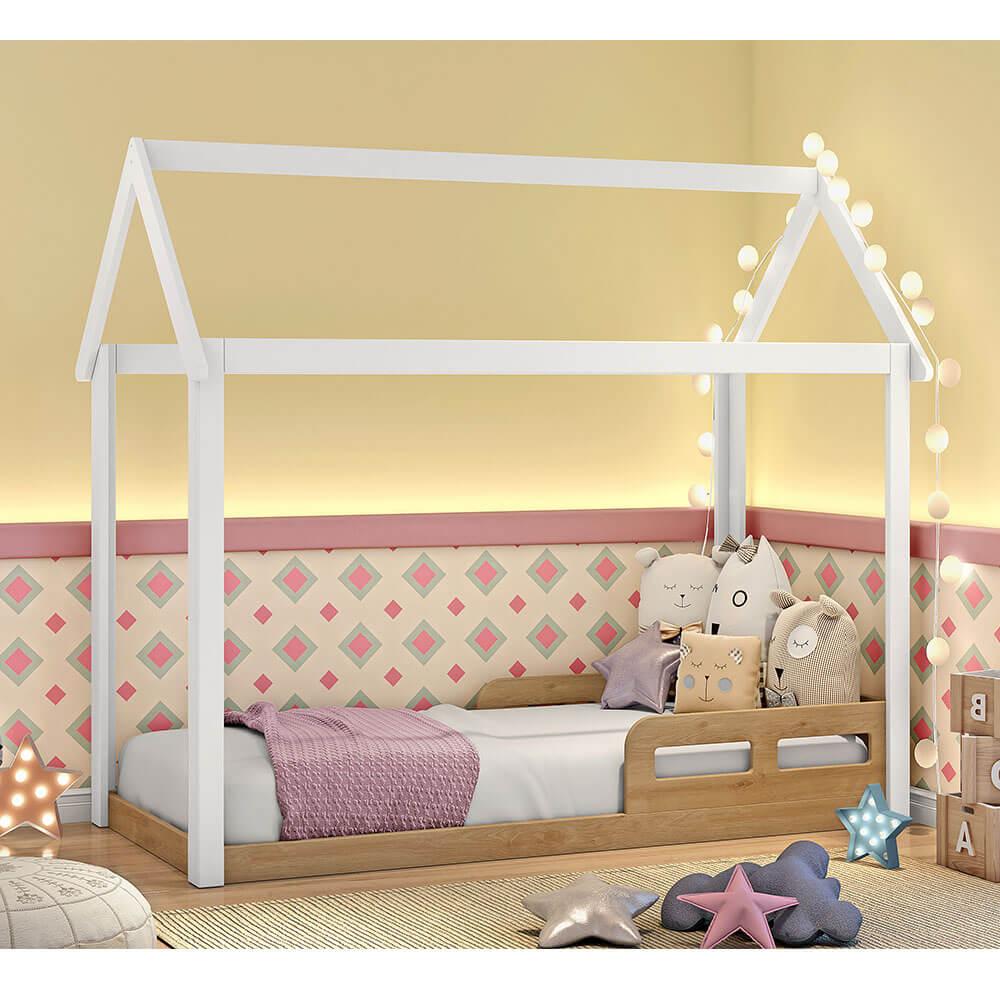 mini-cama-montessoriana-casinha-analu-branco-com-betula-ambientada