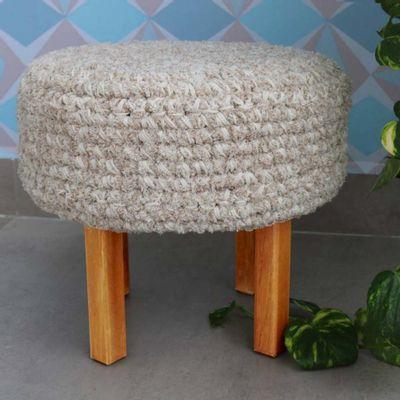 puff-croche-mescla-algodao-crue-chenille-com-pes-madeira-pequeno