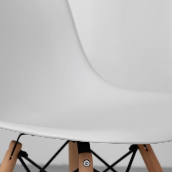 cadeira-eiffel-branca-base-madeira-detalhe-assento-lateral