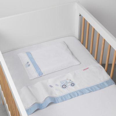 jogo-de-lencol-para-berco-bordado-trator-azul-ambiente