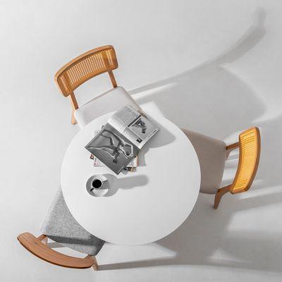 cadeira-lala-cinza-em-ambiente