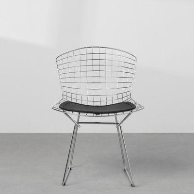 cadeira-bertoia-base-cromada-assento-detalhe-frontal